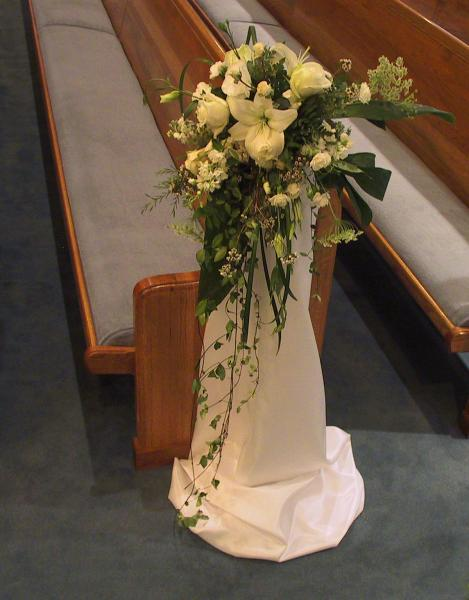 [Image: The smallest touches really make the difference. These pew flowers are a great addition and can be created to match any style.]